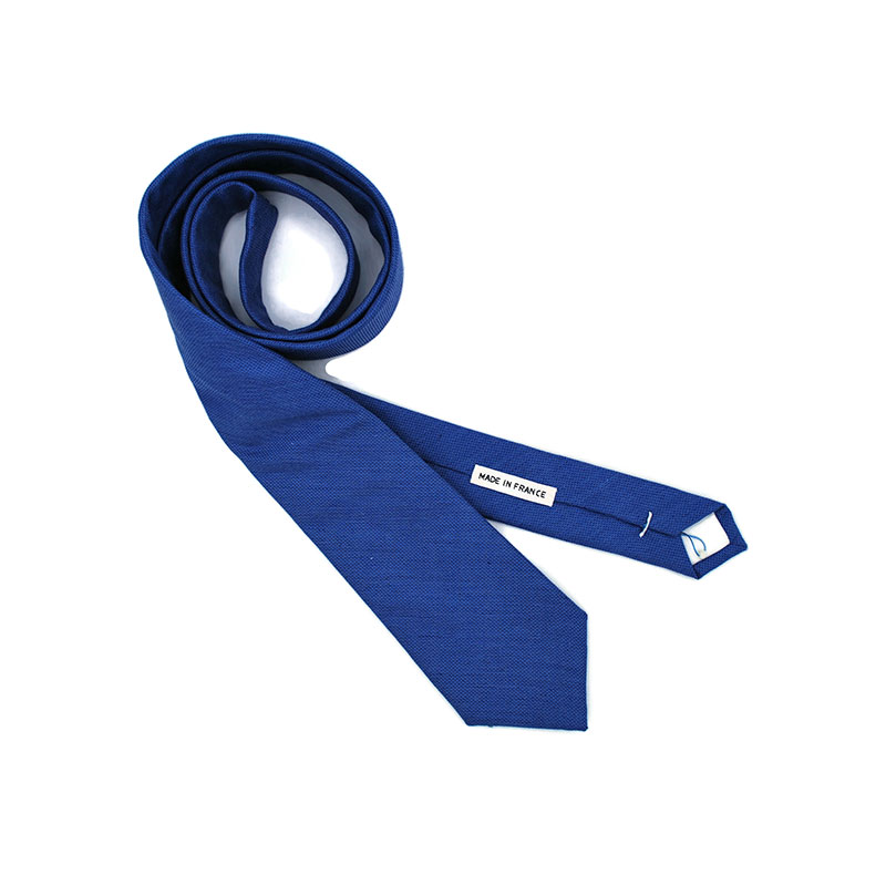 Voici la cravate Bons baisers de Cambridge de la brigade du noeud.