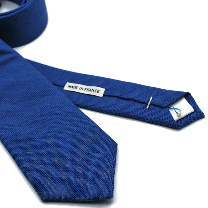 Voici en détail la cravate Bons baisers de Cambridge de la Brigade du Noeud.