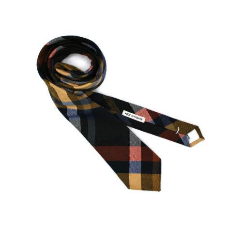Voici la cravate From Scotland with Love de la brigade du noeud.