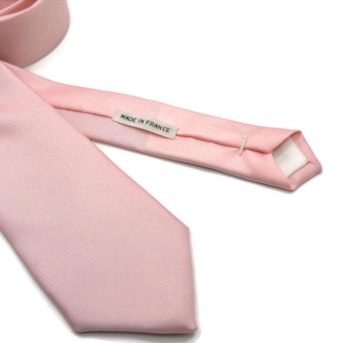 Voici en détail la cravate Fleurs de Cerisier de la Brigade du Noeud.