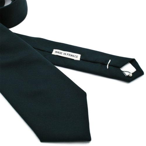 Voici en détail la cravate Mon beau sapin de la Brigade du Noeud.